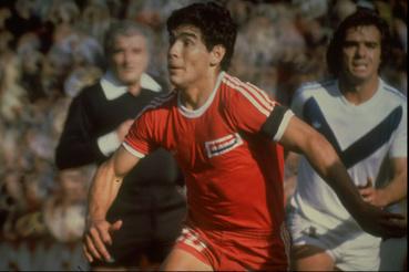 Diego Maradona akció közben 1977-ben