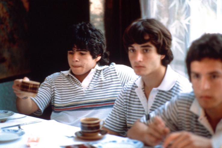 Pihenő Diego Maradona (balra) 1974-ben