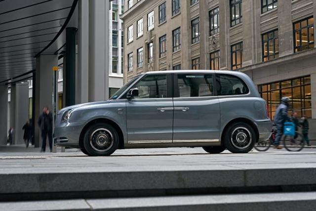 Autó: Londoni villanytaxit is lehet hamarosan venni Budapesten – hvg
