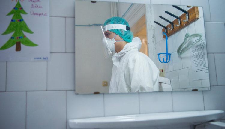 Enyhén csökkent a halottak száma, több mint ötezer új fertőzött – Index