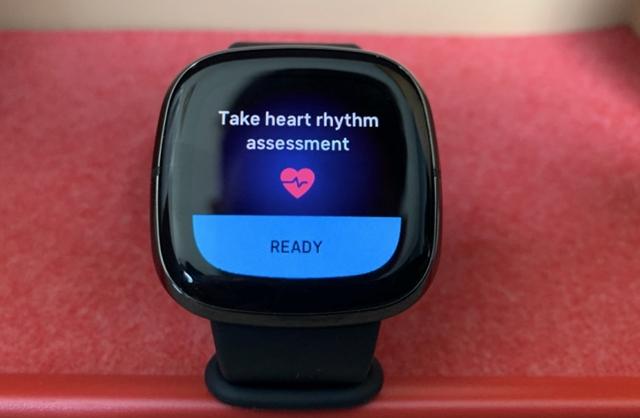 Keveseket érint, de nekik rossz: téves EKG-értéket mutat a Fitbit órája – hvg