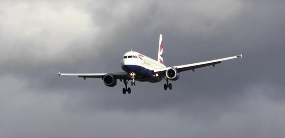 Lengyelországba sem engednek be Nagy-Britanniából érkező repülőket – hvg