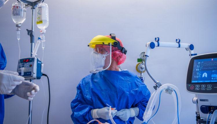 Nem csökken 180 alá a koronavírus halálos áldozatainak száma – Index