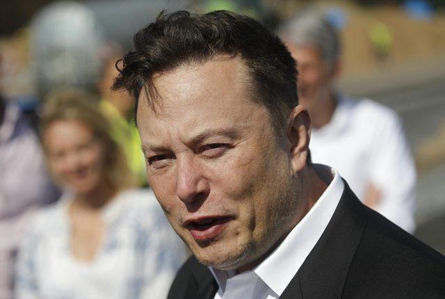 Elon Musk Teslája szárnyal, az a kérdés, lufi-e vagy űrhajó – hvg
