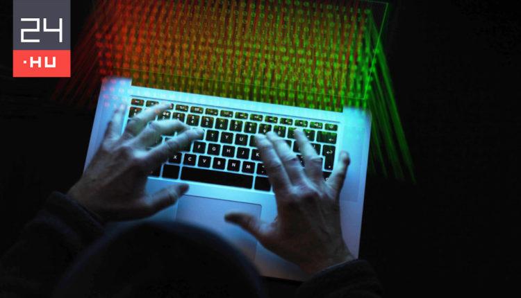 Hekkertámadás érte a magyar Facebookot – 24