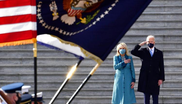 Katonai szemlét tartott Joe Biden – Index