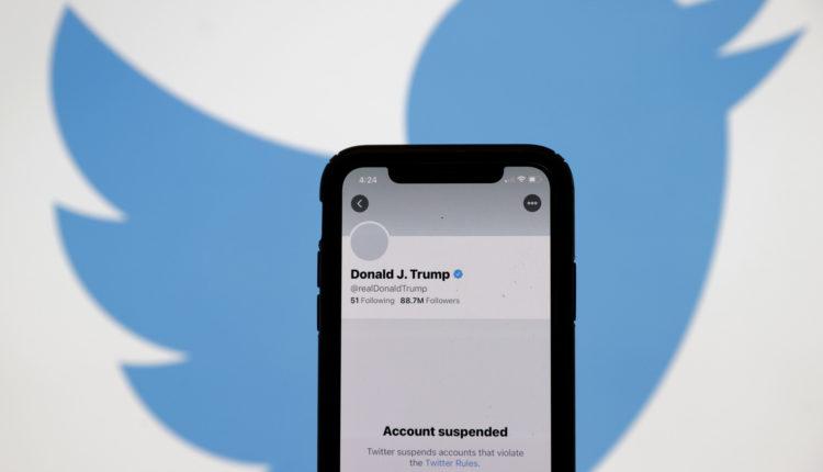 Lépett a Twitter: végleg felfüggesztette Donald Trump fiókjának használatát – Portfolio