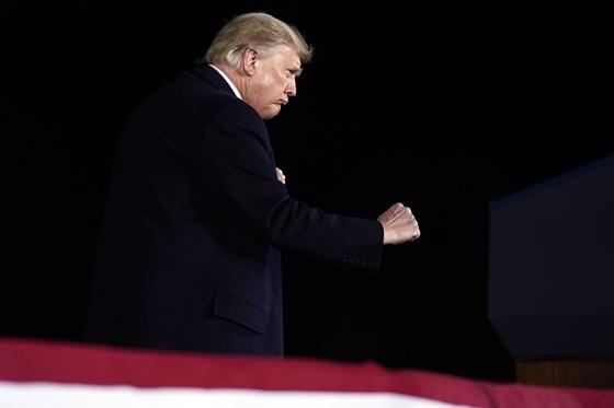 Világ: Trump azonnali felmentését követelik a demokraták – hvg