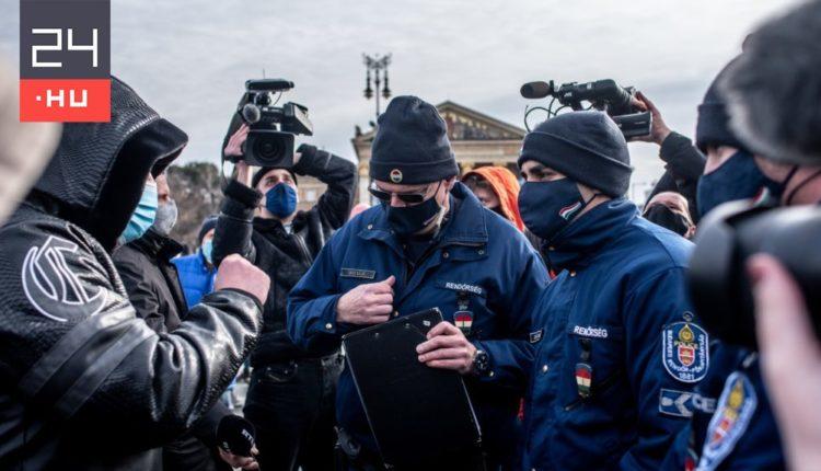Hat ember ellen intézkedtek a rendőrök a Hősök terén tartott tüntetésen – 24