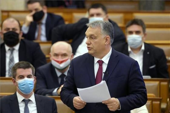 Orbán az őszödi beszédből idézett a Parlamentben – videó – hvg