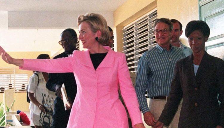 Terrortámadások, halálos összeesküvés – politikai thrillerbe kezd Hillary Clinton – 888