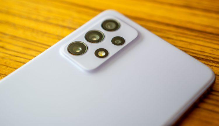 Csodás kijelzőt és remek főkamerát kaptak a Samsung megfizethető(bb) mobiljai – 24