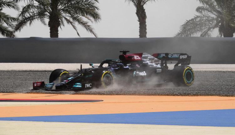 Hamilton a kavicságyban ragadt, Vettelt váltóhiba hátráltatja – F1-teszt 2