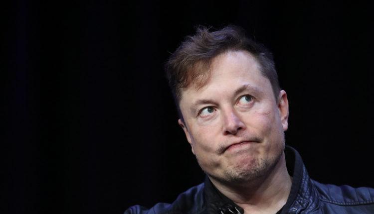 Elon Musk bevallotta, nagy bukta a Tesla napelemes tetőprojektje – Index
