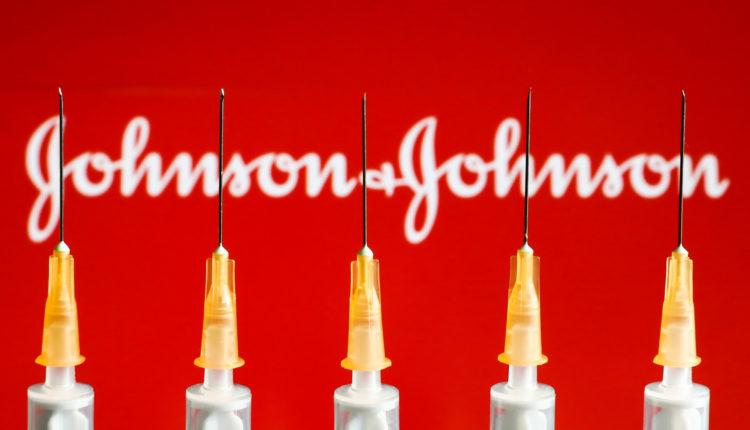 Európai Gyógyszerügynökség: okozhat vérrögképződést a Johnson & Johnson vakcinája – Portfolio