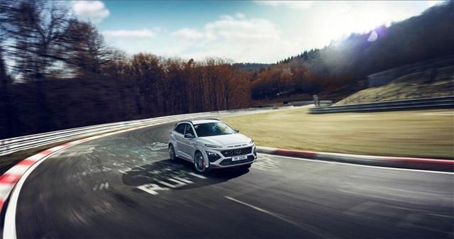 Itt a Hyundai első sportos SUV-ja a 280 lóerős Kona N – hvg