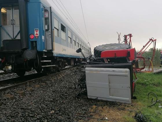 Itthon: Két vonattal is ütközött egy traktor Újfehértónál | hvg.hu – hvg