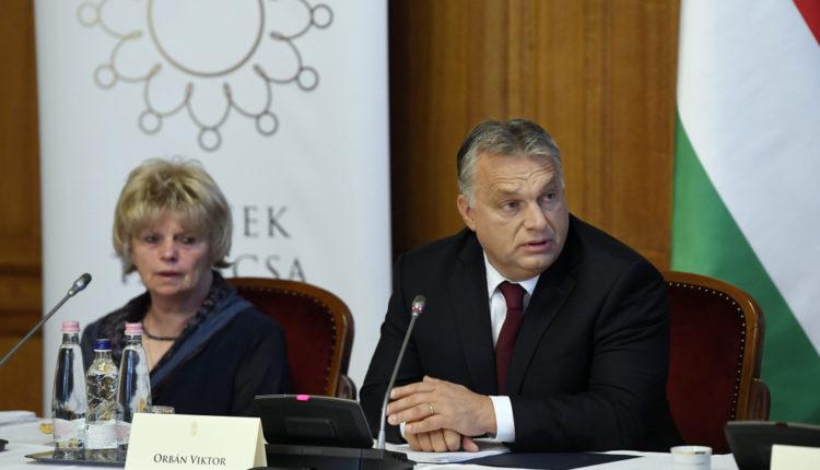 Orbán Viktor is elbúcsúzott Monspart Saroltától – Index