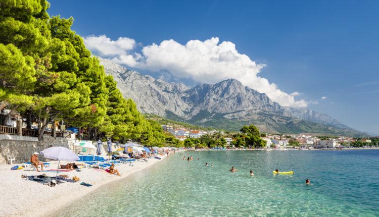 Az első oltás után már mennél a horvát tengerpartra? Van egy rossz hírünk! – Portfolio