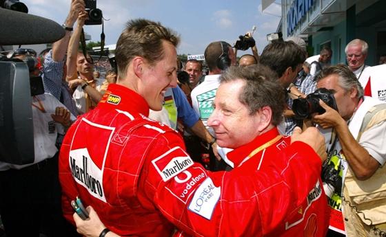 Élet+Stílus: Michael Schumacher Forma–1-es futamokat néz   hvg.hu – hvg.hu – hvg
