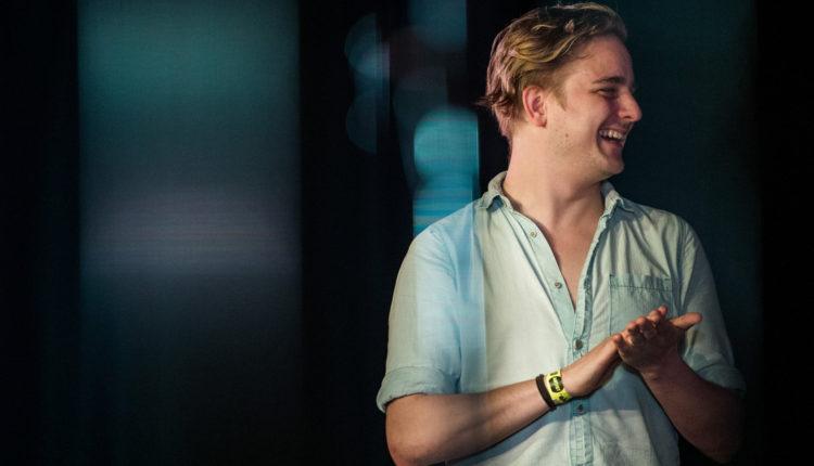 Posztumusz díjat kap az AWS zenekar fiatalon elhunyt énekese – Index