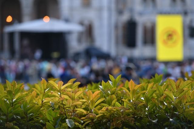 Az Andrássy úttól a Kossuth térig – ilyen volt a szombati a Fudan-tüntetés – hvg