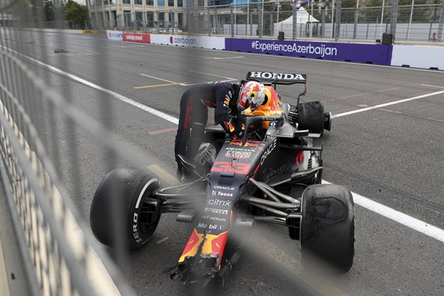 Azeri Nagydíj: Pérez győzött, Verstappen defektet kapott a célegyenesben (videóval) – hvg