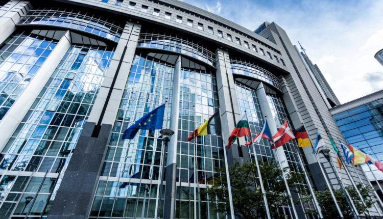 Érik a feszültség: az EP arra kötelezte a Bizottságot, hogy tartassa be a jogállamisági rendeletet – Portfolio