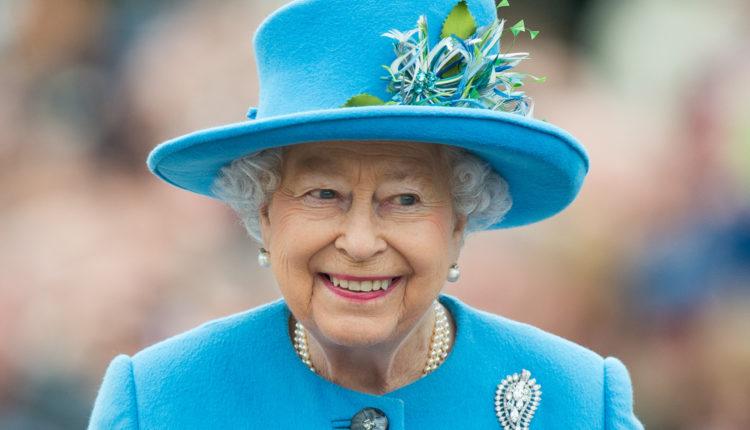Erzsébet királynő köszöntötte a legkisebb hercegnőt – Index
