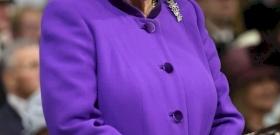 Brutálisan nagyot bukott II. Erzsébet