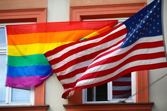 Közös nyilatkozatban állt ki az LMBTQ-emberek mellett 42 nagykövetség és kulturális intézet – hvg