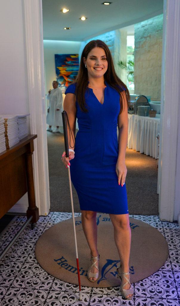 Agárdi Szilvia egy szép kék ruhában állt színpadra