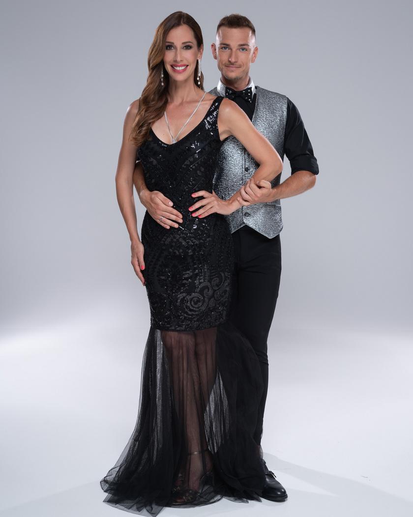 Demcsák Zsuzsa profi táncpartnere Suti András, a latin-amerikai táncok országos bajnoka, aki az első évadban Osvárt Andrea párja volt.