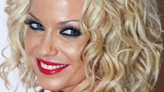 39 évesen meghalt a Girls Aloud énekesnője, Sarah Harding – hvg