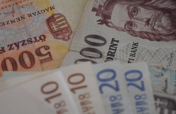A forint árfolyama áttörte a 360-as szintet az euróval szemben – hvg