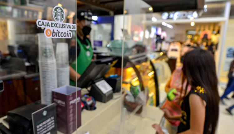 Az ország, ahol bitcoinnal feltöltött okostelefon helyettesíti a bankot – Index