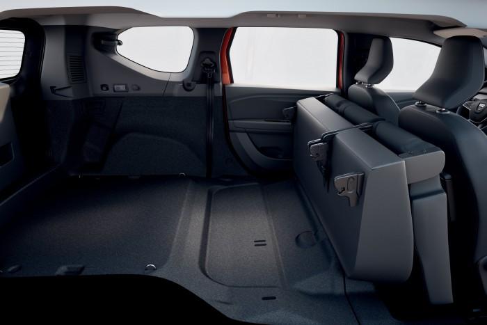 Hétüléses szabadidőjárművet mutatott be a Dacia 4