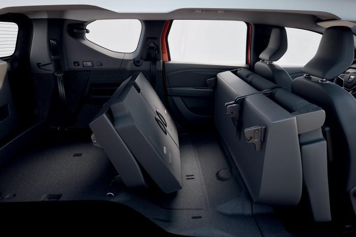 Hétüléses szabadidőjárművet mutatott be a Dacia 3