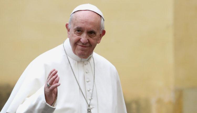 Ferenc pápát magánorvosa is elkíséri budapesti látogatására – Index