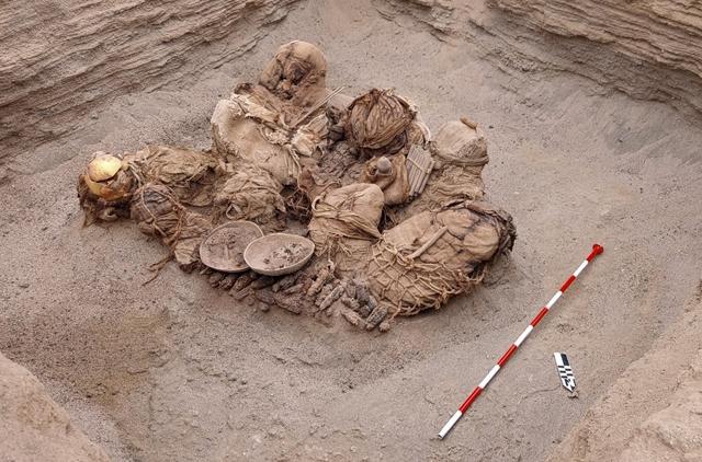 Gázvezetéket ásó munkások találtak rá 800 éves holttestekre Peruban – hvg