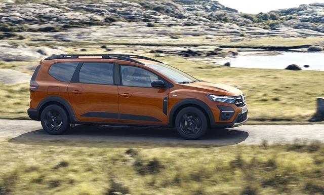 Itt a Dacia újdonsága a Jogger – hétüléses és hibrid is lesz belőle – hvg