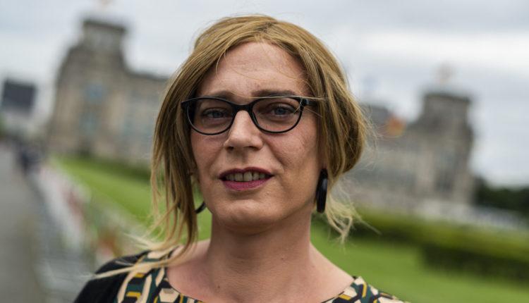 Megválasztották a Bundestag első transznemű képviselőit – Index