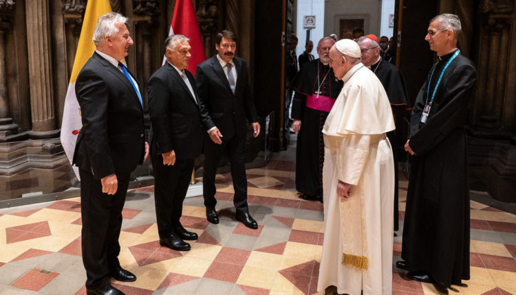 Orbán Viktor és Semjén Zsolt megmondta Ferenc pápának, hogy az Európai Unió megtámadta Magyarországot – Index