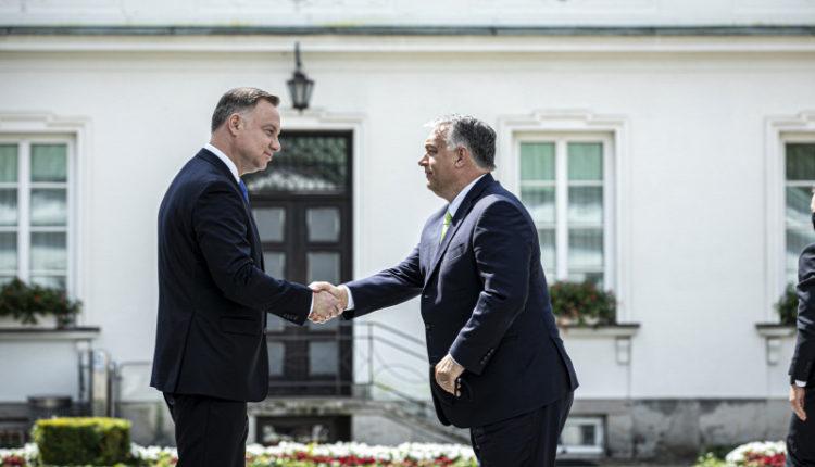Orbán Viktor: Kiállunk Lengyelország mellett; Brüsszel visszaél a hatalmával, veszélyezteti Európa egységét – Origo