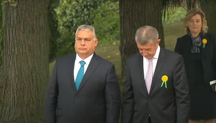 Tüntetők fogadták Orbán Viktort Prágában, szégyennek tartják a látogatását – Index