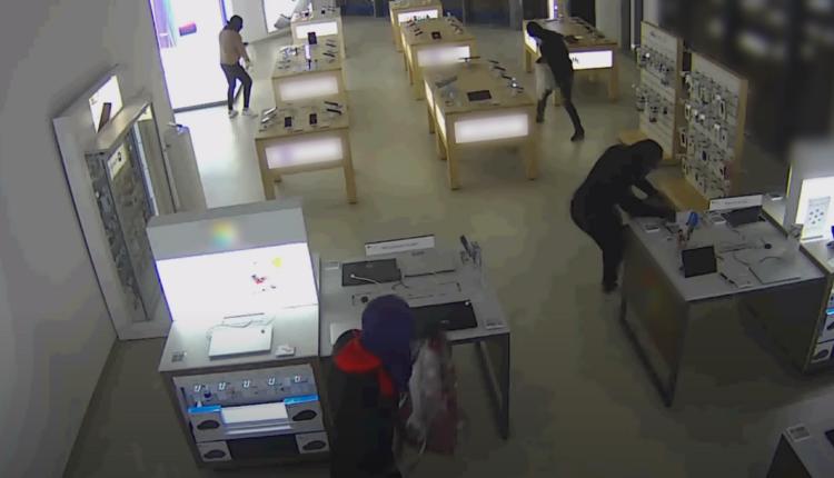 Itt a videó, hogy rabolják ki másfél perc alatt a XIII. kerületi Alza áruházat – Index